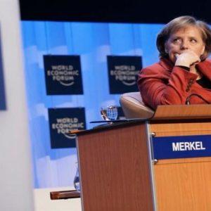 Ora Steinbrück strizza l'occhio anche agli euroscettici. E se la prende con Draghi