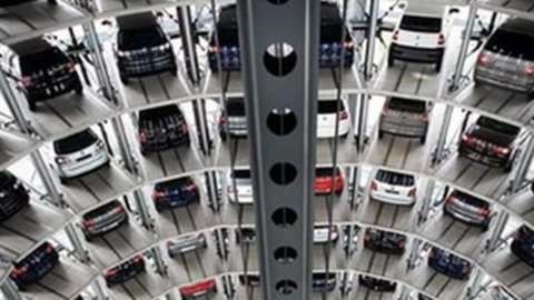 Auto: Volkswagen cresce, Ford e Tesla deludono