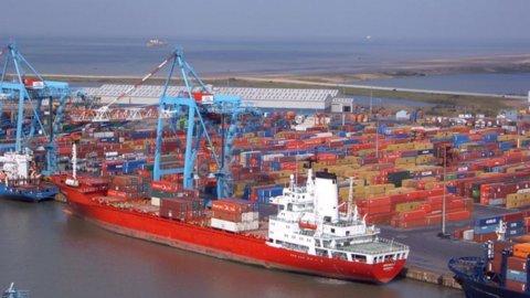 Giappone, crolla il commercio estero