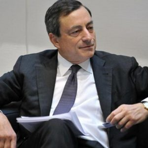 Draghi: debiti sovrani e inflazione minano la ripresa