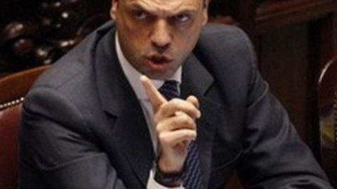 Governo, Alfano lascerebbe la Giustizia per la guida del Pdl
