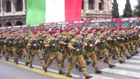 Via alla parata: applausi per Napolitano, fischi per Berlusconi