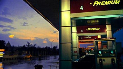 Effetto Siria, primi rincari per diesel e benzina