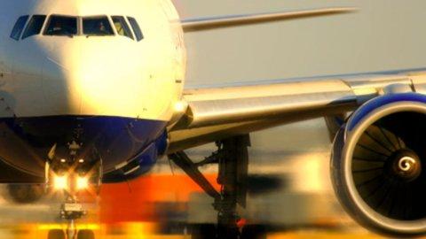 DAL BLOG ON/OFF – Solar Impulse 2, il primo velivolo elettrico, compie il suo volo inaugurale.