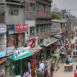 Un produttore di telefoni di Dhaka ha deciso di riconvertirsi ai computer e ai profitti. Ce la farà?