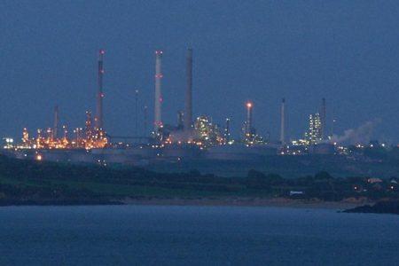Opec, fumata bianca: aumento produzione a 1 milione di barili
