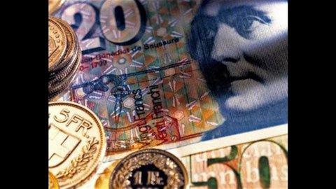 Franco svizzero record, la crisi greca affossa l'euro