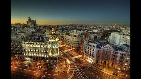 Madrid piazza 2,8 miliardi di euro di bond, ma i rendimenti salgono sopra al 5%