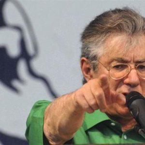 """Manovra, Bossi: """"Il Governo rischia finché non passa"""""""