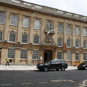 Il gruppo inglese Lloyds perde 4 mld di sterline nel primi 9 mesi e sarà costretto a rivedere target