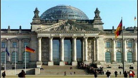 Grecia, anche Berlino convince i privati sulla ristrutturazione del debito di Atene