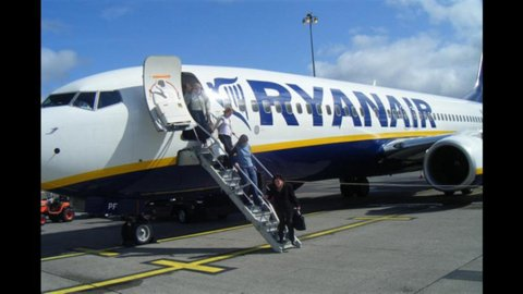 Ryanair: fatturato in crescita, rialzate le stime sugli utili
