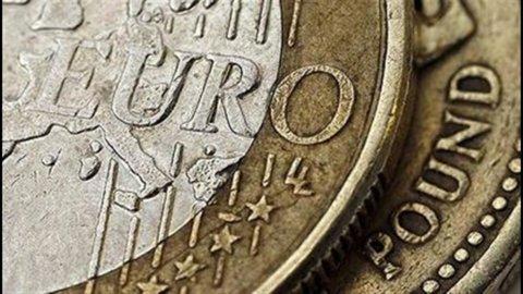 Cambi, continua la caduta della sterlina sull'euro