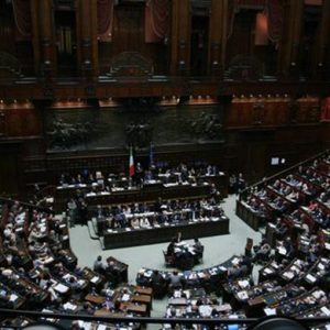 Senato caldo: fiducia sul decreto sviluppo . Nel mirino Assopetroli e Up sul caro-benzina