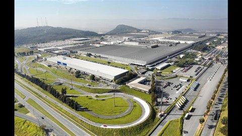 Brasile: troppe auto e Fiat va in vacanza