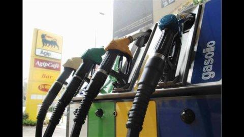 Benzina, prezzi alle stelle: verde a 1,6 euro al litro e gasolio a 1,48