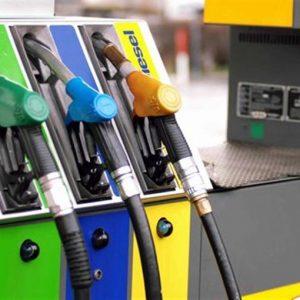 Benzina record, il Governo si difende: non c'entra il caro fiscale