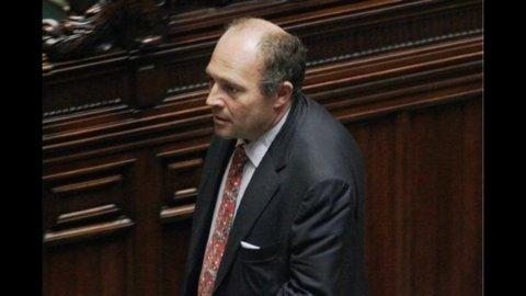La Camera ha dato il via libera all'arresto di Papa (319 sì e 293 no)