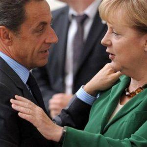Grecia, al via vertice Ue: accordo Merkel-Sarkozy per default selettivo senza tassare le banche