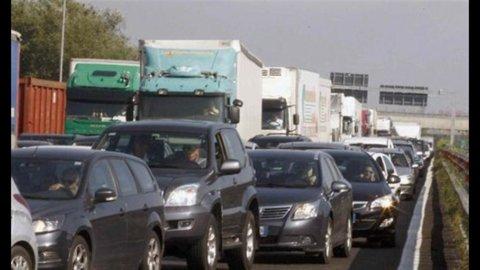 Auto, Unrae: immatricolazioni -7,8% nel 2011, a quota 1,8 milioni