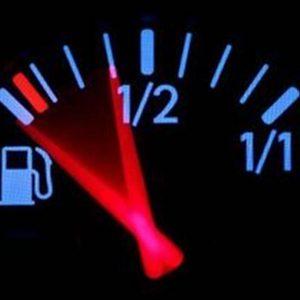 Benzina: calano i consumi (-0,5%),  ma cresce la spesa (+15%)