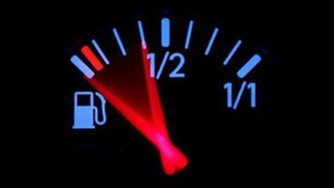 Benzina, ancora aumenti. La verde a 1,63