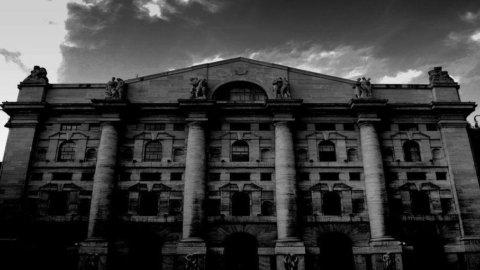 Borsa, Piazza Affari peggio di Madrid. Spread pericolosamente vicino al record di 550