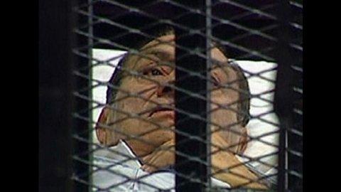 """Egitto, Mubarak in tribunale: """"Non sono colpevole"""""""
