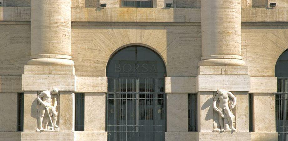 f517bfa2f1 S&P taglia il rating a 7 banche italiane e la Borsa di Milano va subito in