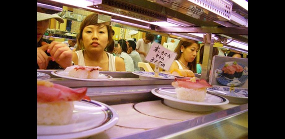 Giappone, meglio la fiducia dei consumatori. Ma il Nikkei crolla