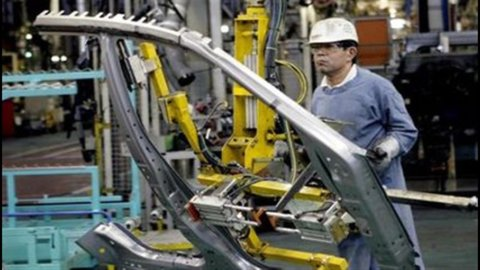 Cina, rallenta la produzione industriale