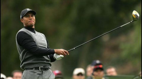 Golf, Tiger Woods parte male in Turchia
