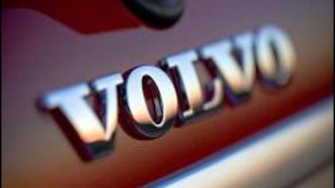 Volvo, Fitch alza il rating da BBB- a BBB