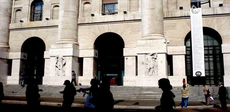 fb3c3af7b4 Borse, Milano a picco per i bancari. Piazza Affari maglia nera d'Europa