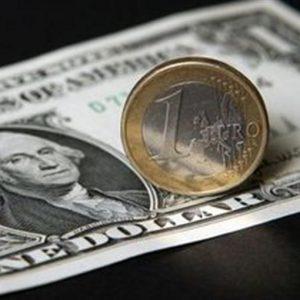 Valute: l'euro debole, forti il franco e lo yen