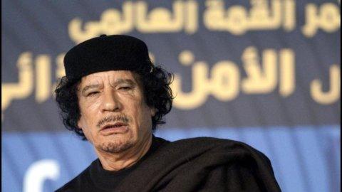 Libia: cade il regime ma Gheddafi non s'arrende. Continuano gli scontri intorno alla sua residenza