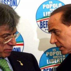 Manovra, Berlusconi vuole aumentare l'Iva per eliminare la supertassa dalla finanziaria
