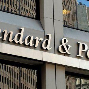 """Standard&Poor's taglia le stime Italia. """"È la politica il vero rischio"""""""