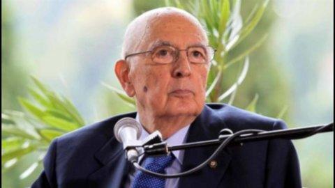 """Napolitano: """"Consolidare l'euro"""". Berlusconi al Quirinale"""