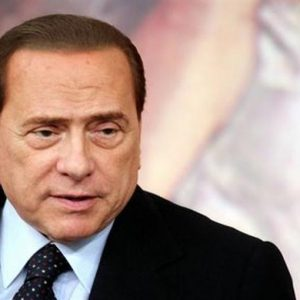Berlusconi, re dei condoni. Le polemiche intorno al prossimo decreto sviluppo
