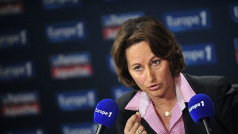 "Francia, Ségolène Royal replica alle accuse della rivale Valérie Trierweiler: ""Sono mortificata"""