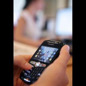 Blackberry a picco: profitti quasi dimezzati rispetto al 2010. Il titolo crolla anche in Borsa: -22%