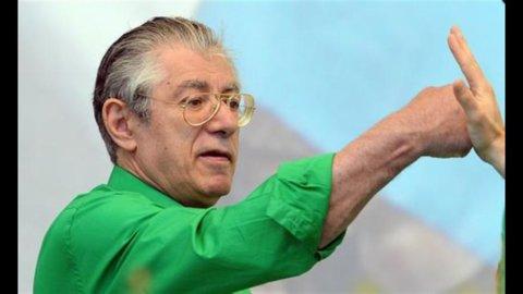 """Bossi riapre lo stupidario della secessione: """"L'Italia va a picco, l'alternativa è la Padania"""""""