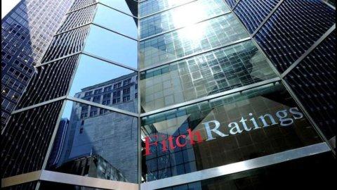 """Telecom Italia, Fitch taglia rating a """"BBB-"""" e lascia la società a un passo dalla """"spazzatura"""""""