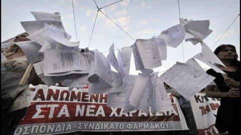 Grecia: la troika torna ad Atene, la città è nel caos