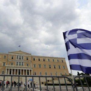Gli hedge funds scommettono sulla Grecia: l'acquisto di bond ellenici potrebbe fruttare il +100%