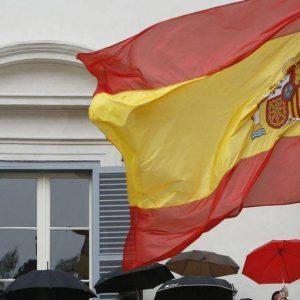 La Russia sta valutando di acquistare il debito della Spagna. Fitch abbassa il rating da AA+ a AA-