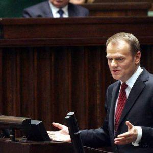 Oggi le elezioni in Polonia: il premier Tusk è in vantaggio ma lo sfidante Kaczynsky è in recupero