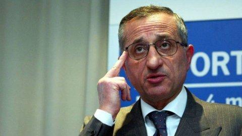 Telecom, Gamberale propone la public company