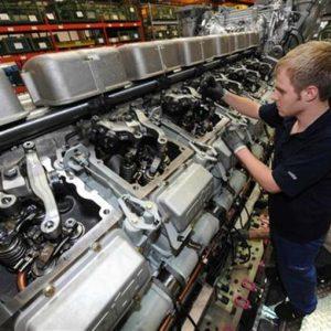Industria, troppo pochi gli investimenti. E la crescita non c'è: l'analisi di Riccardo Gallo
